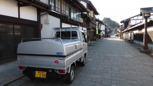 富山県のU様より 富山市八尾にある諏訪町本通でのトラボ車写真を頂きました