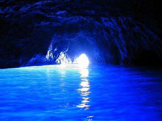 神秘的ブルー