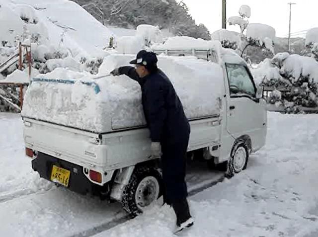 【軽トラに積雪】 トラボの雪降ろし