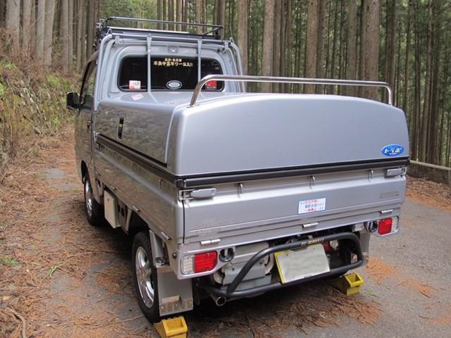 【みんカラ】スバルサンバーTT2 シャイニーシルバーメタリック(210) 林道のポルシェ