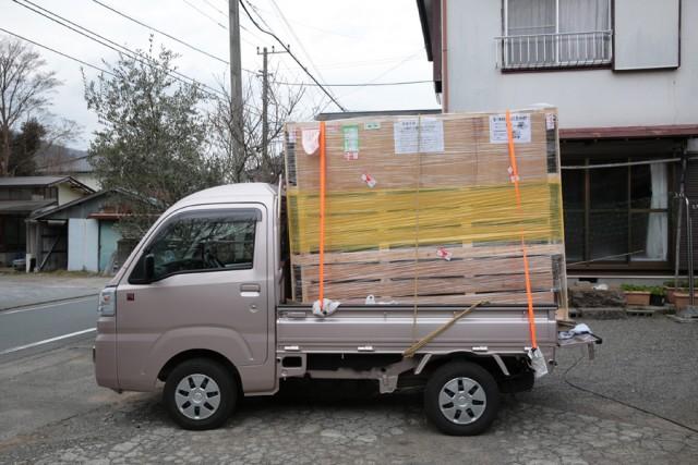 軽トラックの荷台に木枠梱包のトラボを載せ帰る方法