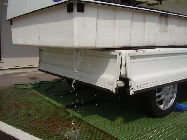 トラボ 保冷タイプ水抜き穴の使い方!